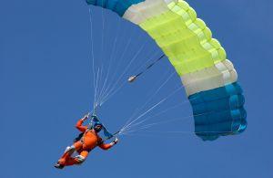 skoczek spadochronowy