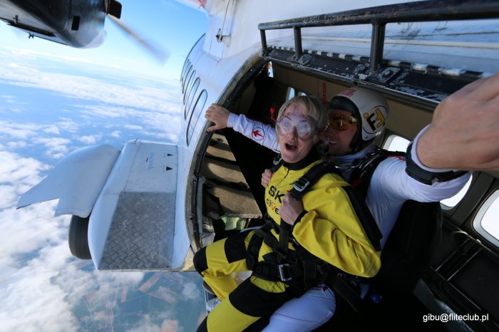 skok spadochronowy wyjście z samolotu