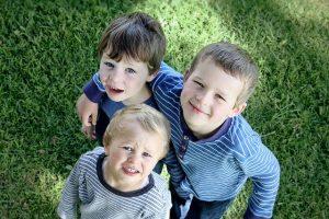 troje dzieci