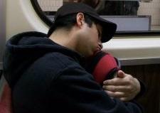 śpiący nastolatek