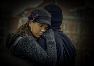 smutna para kobieta i mężczyzna