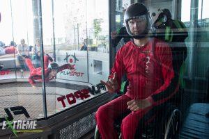 osoba na wózku w tunelu aerodynamicznym