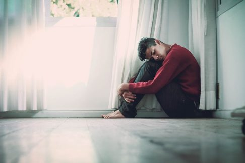 smutny chłopak